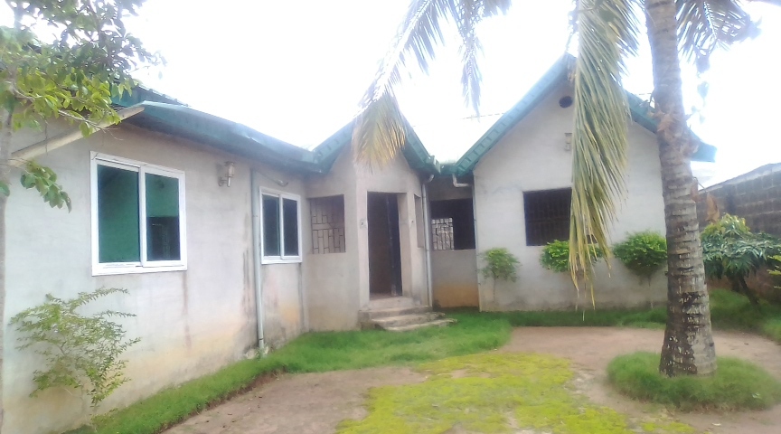 FOR SALE- 4 BEDROOM BUNGALOW ON ONE AND HALF (1½) PLOT OF LAND AT IJU OTA, CLOSE TO WINNERS CHURCH [CANAANLAND] OGUN STATE